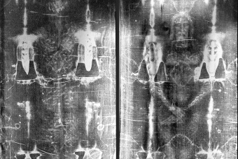 Shroud of Turin reminds us of all human suffering, Pope Francis says